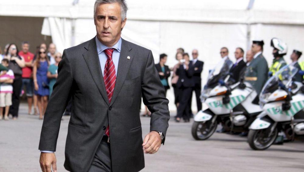 El portavoz del PP Ciutadella, Antoni Juaneda, critica la decisión del equipo de gobierno.