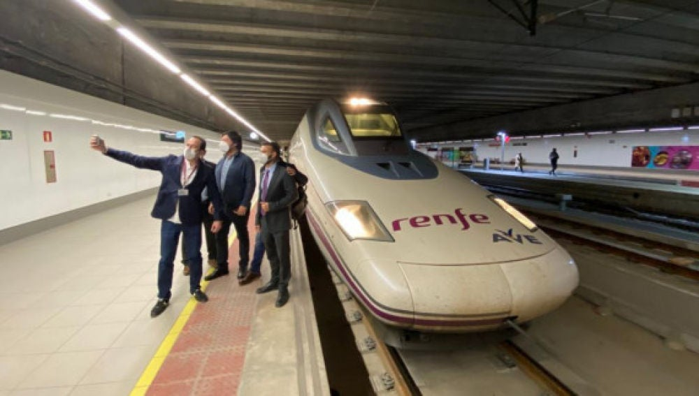 Esta organización ofrece a sus clientes paquetes de viajes a diferentes partes de España utilizando la red ferroviaria