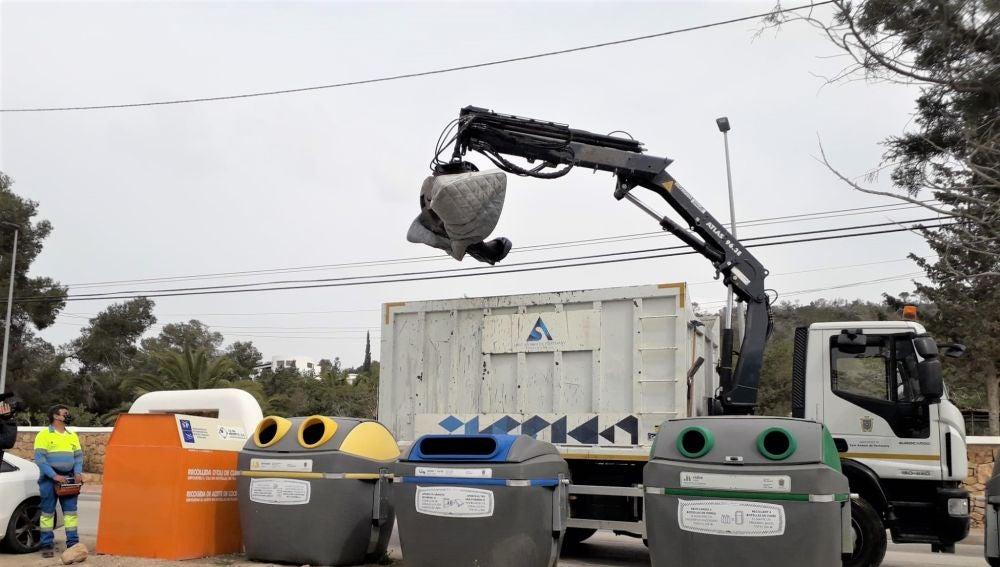 El Ayuntamiento de Sant Antoni impulsa una nueva campaña informativa para evitar los vertidos incontrolados de residuos voluminosos