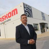 Sergio Cuberos ante su nueva tienda en Churriana