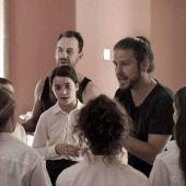 Carlos Naya dando instrucciones durante el rodaje
