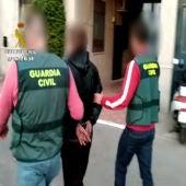 La Guardia Civil con un detenido, en una imagen de archivo