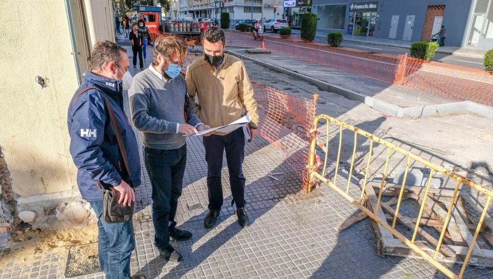 Continúan las obras del carril bici en la zona de la Barriada de La Paz