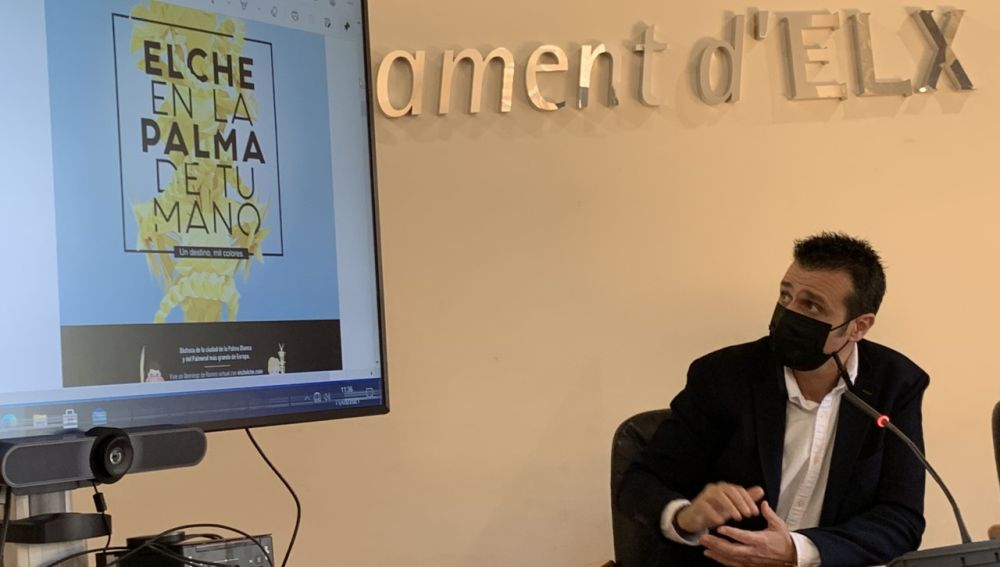 Carles Molina, concejal de Turismo de Elche, durante la presentación de la Web App para Domingo de Ramos de 2021.