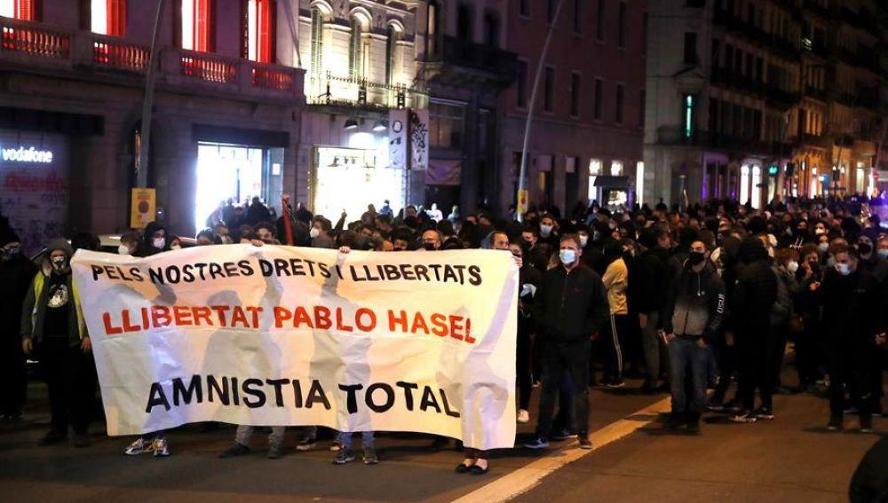 Manifestantes en Barcelona a favor de Pablo Hasel