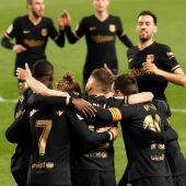 Los jugadores del FC Barcelona celebran el gol de Antoine Griezmann