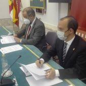 Garde y Bellido han firmado los dos convenios de colaboración