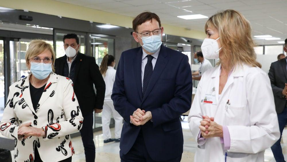 La consellera Ana Barceló, el presidente Ximo Puig y la Gerente del Hospital, Beatriz Massa