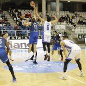 Oliver Arteaga en el salto inicial frente a Alicante