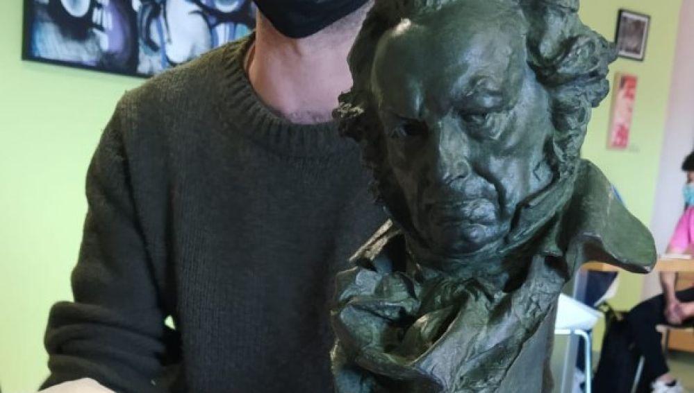 Luis López Carrasco, con el Goya, en Cuenca