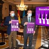 José Luis Álvarez Almeida, presidente de OTEA, y Alfredo Quintana, concejal de turismo del Ayto, de Oviedo, presentan los Bocados del Cofrade.