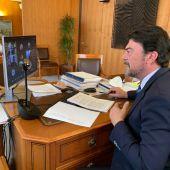 El alcalde Luis Barcala en el pleno de hoy