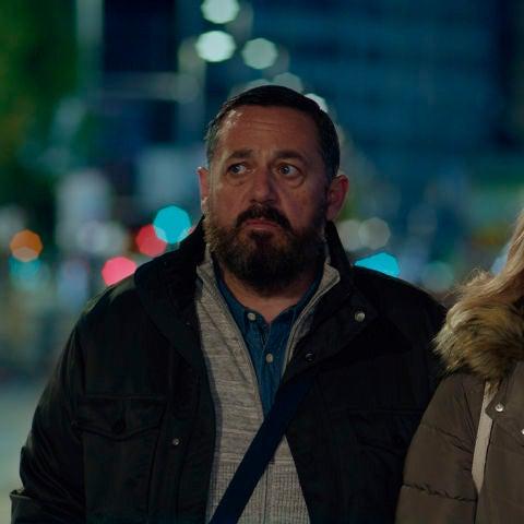 Los actores Pepón Nieto y Carmen Machi, en una imagen promocional de la película 'Un efecto óptico'