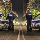 Control nocturno de la Policía Local de Alicante en la Rambla