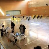 Pla general de l'interior del poliesportiu L'Olivera de Sant Boi de Llobregat, convertit en punt de vacunació a persones de 60 a 65 anys