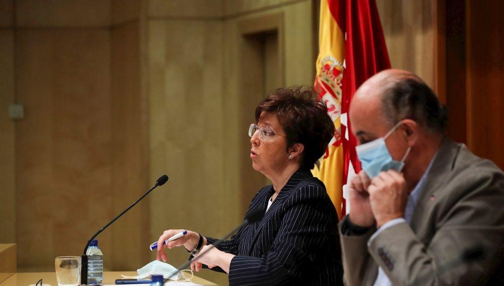 El viceconsejero de Salud Pública de la Comunidad de Madrid, Antonio Zapatero, junto a la directora general de Salud Pública, Elena Andradas