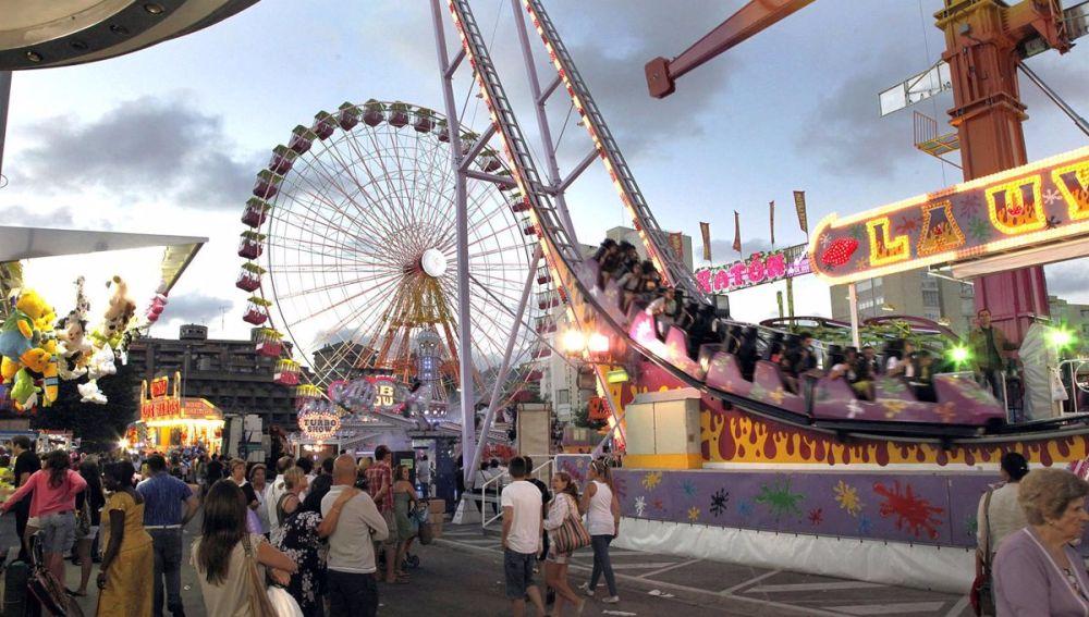 Calle del infierno durante una edición de la Feria de Abril
