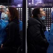Los 5.000 asistentes al concierto 'sin distancia' de Love of Lesbian se hacen un test de antígenos