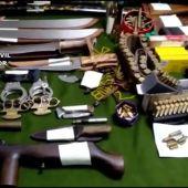 Una denuncia por malos tratos destapa tres talleres ilegales de armas