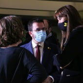 El vicepresident en funcions i candidat d'ERC, Pere Aragonès, la presidenta del Parlament, Laura Borràs, i la diputada de la CUP-G Eulàlia Reguant