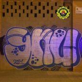 Grafiti del detenido de madrugada en la calle Almoradí de Alicante
