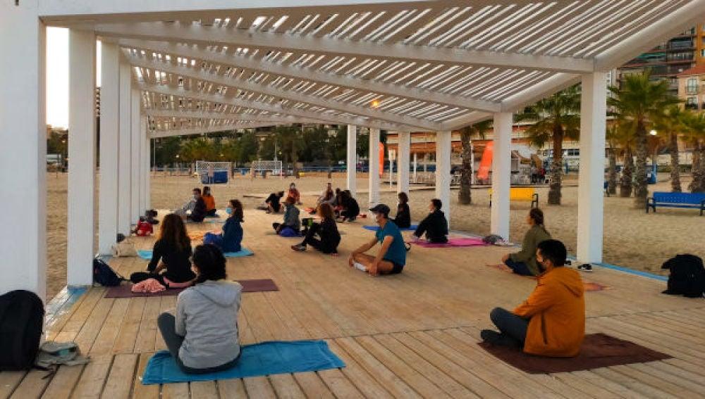 Yoga en el Postiguet
