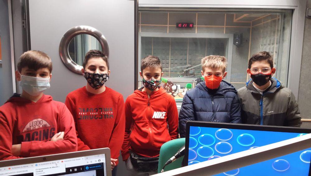 """Alumnos de Albacete visitan la emisora de Onda Cero con motivo de la iniciativa """"Sonrisas de Cuento"""""""