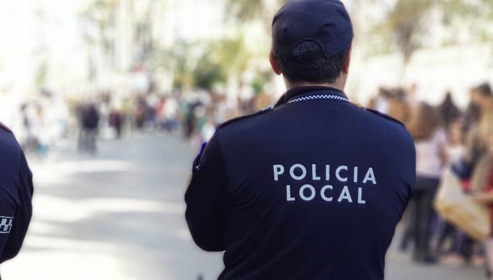 La Policía Local detiene a un hombre por intentar robar en un establecimiento 24 horas en la Avenida de Novelda