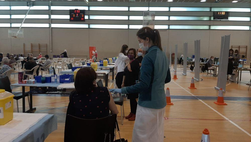 Más de 5000 personas nacidas en 1958 y 1959 serán vacunadas este miércole en el Polideportivo del Toscar