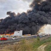 Los bomberos continúan trabajando en el incendio de Seseña, que ya está perimetrado
