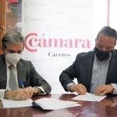 Cámara de Comercio de Cáceres y Club Universo Extremeño firman un convenio para fortalecer los vínculos con emigrantes de la provincia cacereña