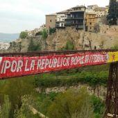 Retiran del puente de San Pablo de Cuenca una pancarta republicana