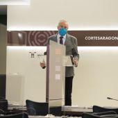El presidente de las Cortes, Javier Sada, durante la rueda de prensa