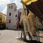 Mesas de una terraza de bar recogidas en Doña Mencía, Córdoba
