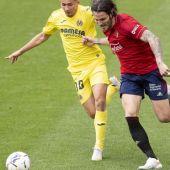 Juan Cruz, en un lance del partido de Osasuna ante el Villarreal, en el que cayó lesionado.