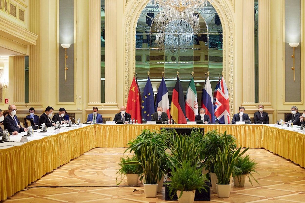 El Orden Mundial: Las negociaciones en Viena sobre el pacto nuclear iraní y la escalada de tensión con Israel