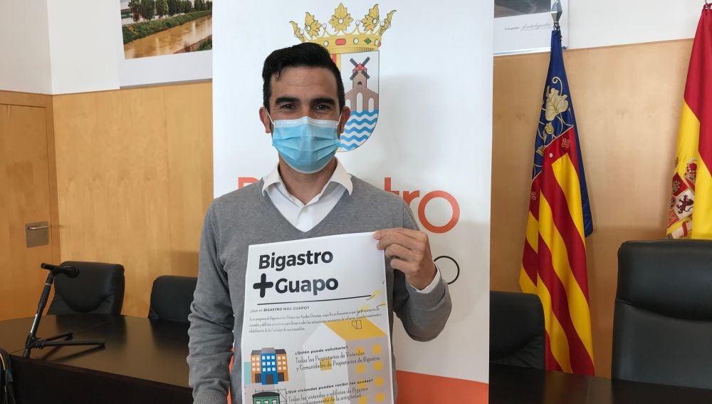 Antonio Meseguer, ha presentado esta mañana el plan de ayudas a la renovación de fachadas en toda la localidad, un programa de regeneración urbana llamado Bigastro Más Guapo