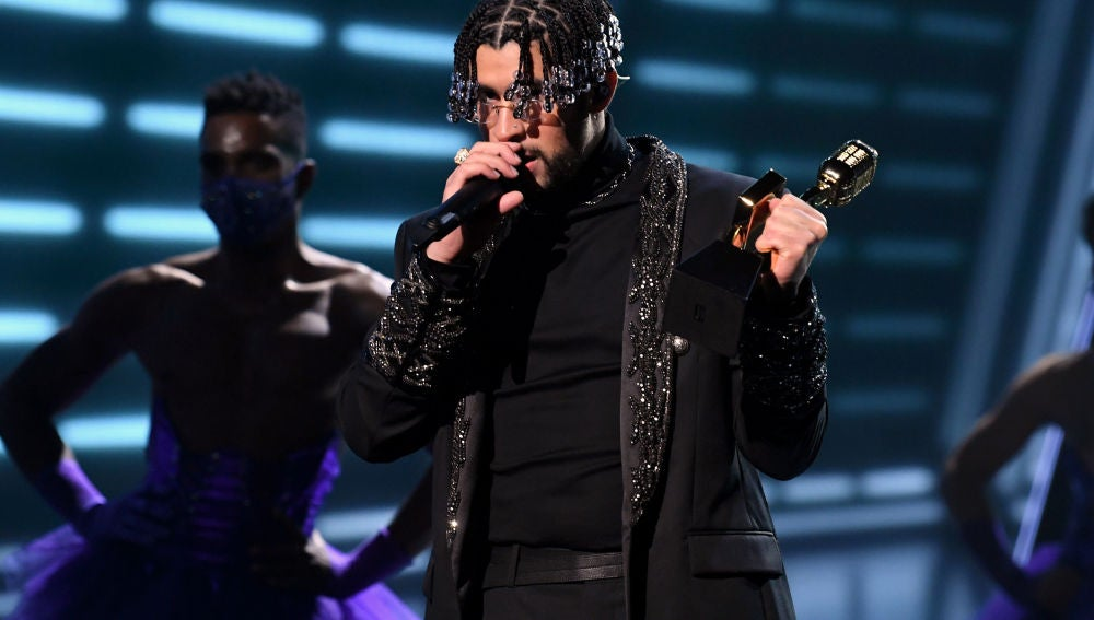 Bad Bunny arrasa en los premios Latin Music Awards con 5 galardones