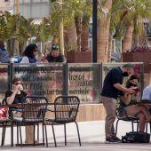 Turistas en una terraza en Palma