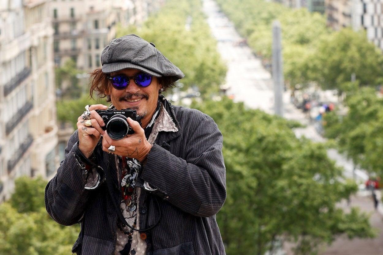 """Johnny Depp se hace un lío en el Barcelona Film Fest: """"Es un placer estar en la ciudad del Guernica"""""""
