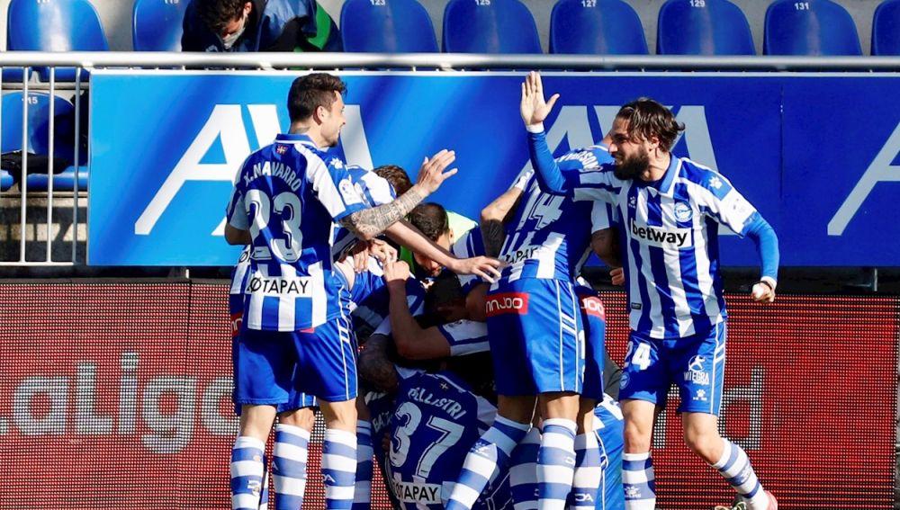 Alavés 1-0 Huesca: El argentino Battaglia da un respiro al Alavés en un choque clave para la supervivencia