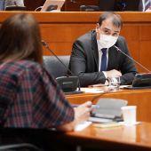 Leal responde a la pregunta de Susín en la Comisión de Hacienda