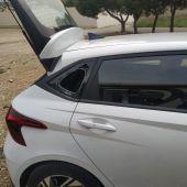El individuo fue sorprendido con objetos supuestamente sustraídos en los coches violentados en la misma mañana del domingo