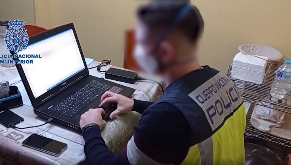 Agente de la Policía Nacional de Elda.