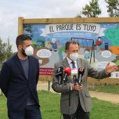 Román y Palmero, durante la intervención con los medios
