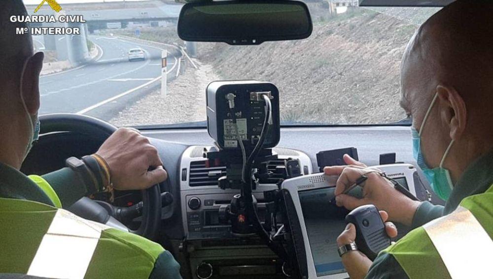 Una patrulla de Tráfico en la autovía A-77