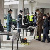 El Rey Felipe VI visita el puesto de la Guardia Civil de Valencia de Alcántara entre aplausos de cientos de vecinos