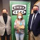 Toni Viader, responsable de proyectos de ASIMA, y Alejandro Sáenz de San Pedro, director de ASIMA, junto a la periodista de Onda Cero Elka Dimitrova.