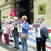 Pensionistas denuncian al sistema bancario