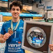 Ángel Trinidad con la medalla de bronce del campeonato polaco